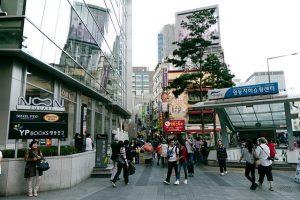 韓国明洞の街並み